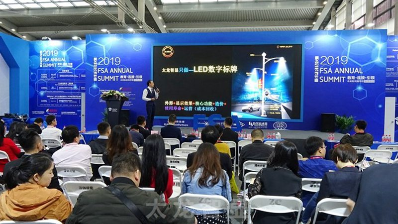 LED灯杆屏 智慧灯杆屏 立柱广告机 LED广告机 智慧路灯屏 灯杆广告屏 灯杆屏