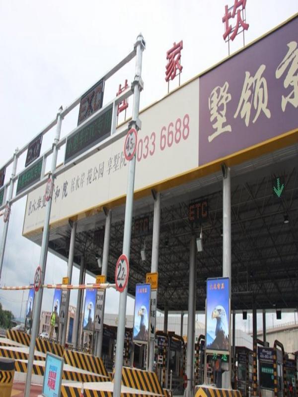 北京高速路口LED广告机